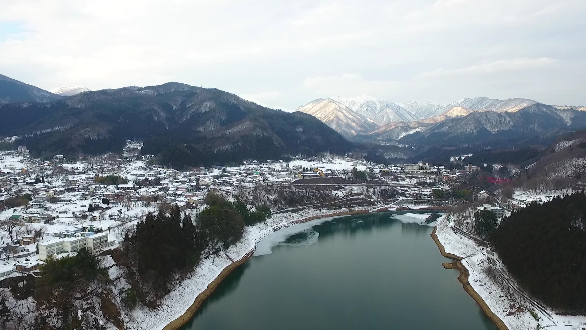 冬の猿ヶ京温泉全景