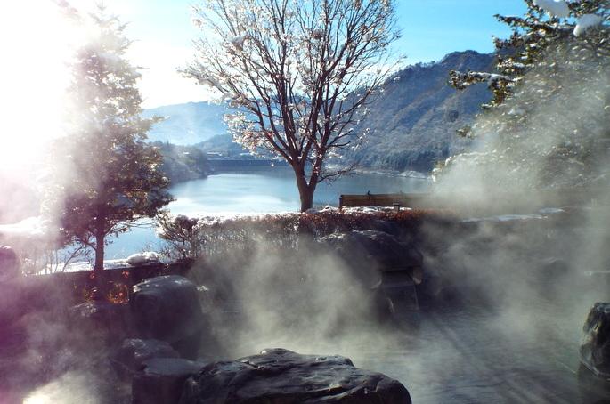 湯煙の露天風呂