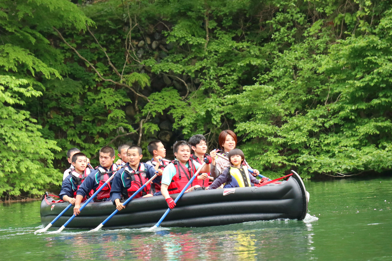 赤谷湖でEボート体験